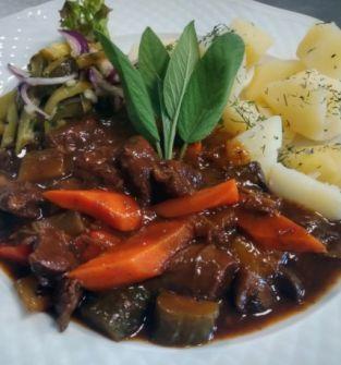 Ragout z wołowiny Highland z leśnymi grzybami
