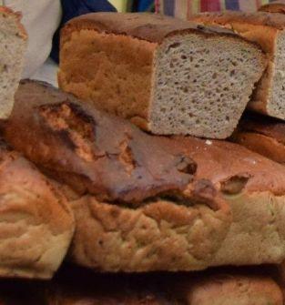 Chleb żytni z ziarnem