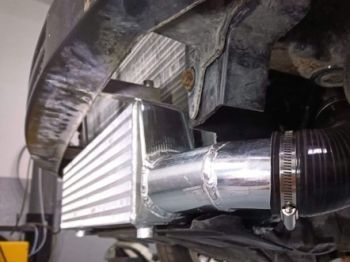 Montaż centralnych chłodnic powietrza doładowującego – intercooler