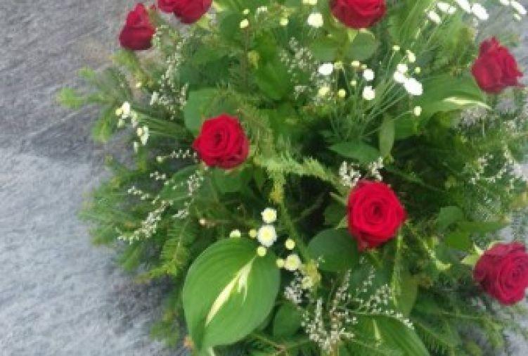 Wiązanki na grób z żywych kwiatów